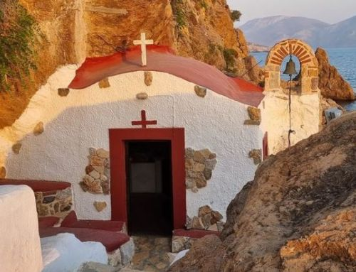 Παναγιά Καβουράδενα – Λέρος: Η ιστορία της εικόνας και το εκκλησάκι μέσα στα βράχια